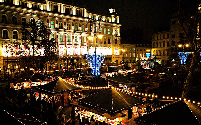 Vorosmarty Square Budapest Christmas Market.Rockin Around The Christmas Tree At Vorosmarty Ter