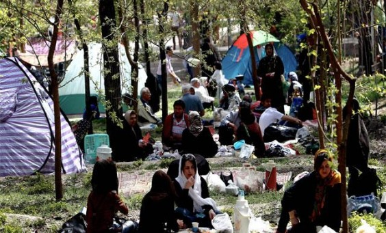 iranians-gather-at-a-park-as-they-celebrate-sizdah-bedar