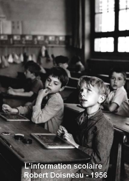 CONVERSATION. Peut-être vous êtes trop chargés avec les devoirs scolaires pendant cette partie de l'année. Mais il faut savoir qu'il y a l'information essentielle que l'on peut obtenir sauf au Cercle Francophone, demain, mercredi, 12h à 12h30, la salle 220. (Image: http://www.lagruere.info/?Photo-d-ecoles-Robert-Doisneau)
